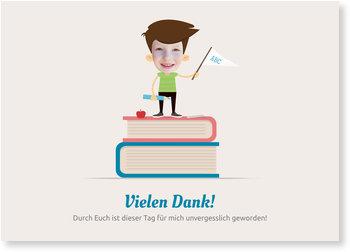 Danksagungskarten Einschulung, Junge auf Bücherstapel