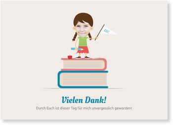 Danksagungskarten Einschulung, Mädchen auf Bücherstapel